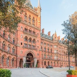 A_Light Filled_Apartment_in_Londons_Iconic_St._Pancras_Chambers_Building